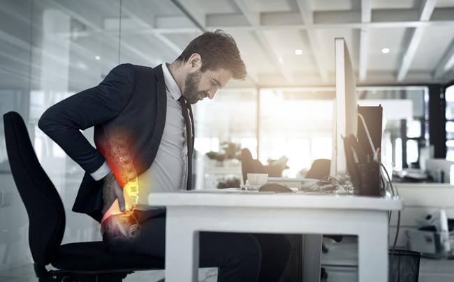 4 mẹo đẩy lùi chứng đau lưng ngay lập tức khi phải ngồi một chỗ cả ngày, dân văn phòng hay lái xe đều nên biết!