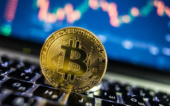 """Bitcoin rơi """"xuống vực thẳm"""" sau câu nói của ông Trump"""