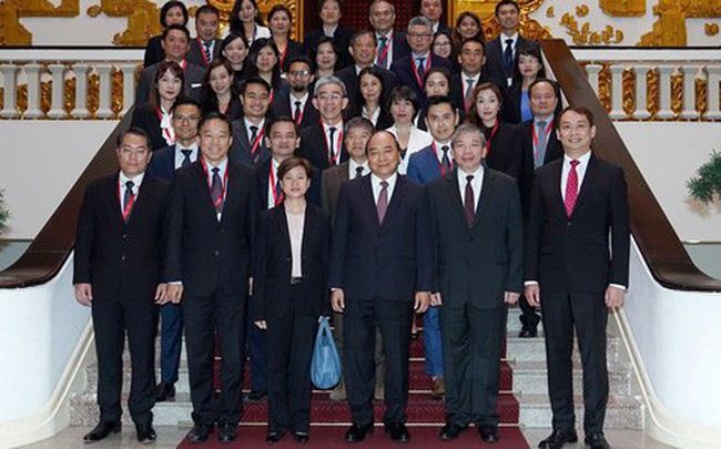Thủ tướng mời doanh nghiệp Singapore đầu tư mạnh vào logistics, tài chính ngân hàng, hàng không vũ trụ…