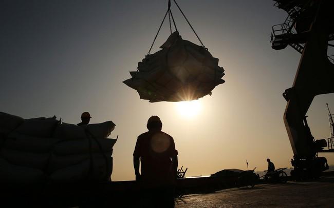 Kinh tế Trung Quốc mất đà, tỷ lệ nợ cũng tăng vọt - ảnh 1