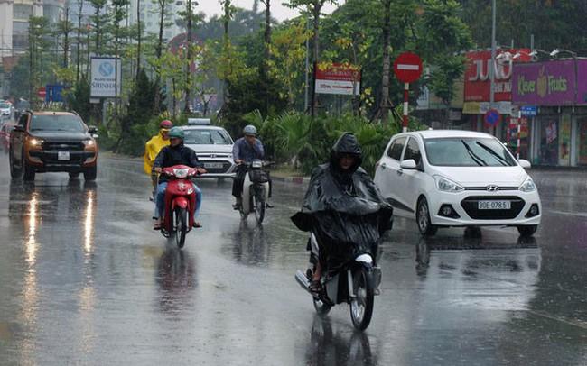 Miền Bắc ngày nắng nóng, chiều tối đổ mưa dông