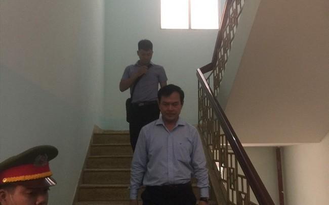 Vụ Nguyễn Hữu Linh dâm ô: Phiên xử tới Thẩm phán không được quyền trả hồ sơ