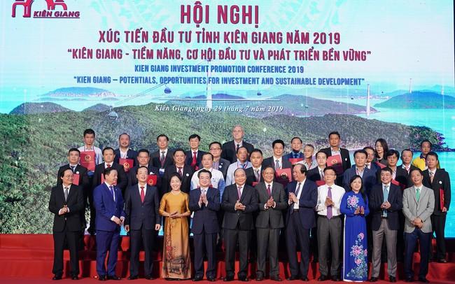 """Nhiều """"sếu đầu đàn"""" lẫn nhà đầu tư trẻ tuổi rót tới 193.000 tỷ đồng vào Kiên Giang"""