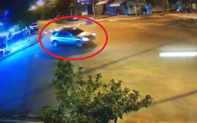 Tài xế xe Mercedes làm xiếc gây náo loạn ở Đà Nẵng bị phạt 17 triệu - ảnh 1