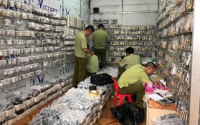 Đồng hồ hàng hiệu được bán theo... cân với giá siêu rẻ chỉ từ vài trăm đến hơn 1 triệu đồng/kg
