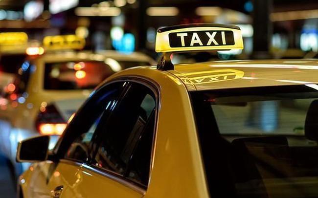 """Doanh nghiệp taxi truyền thống muốn đối thoại với Thủ tướng về quy định """"đeo mào"""" cho xe hợp đồng điện tử"""