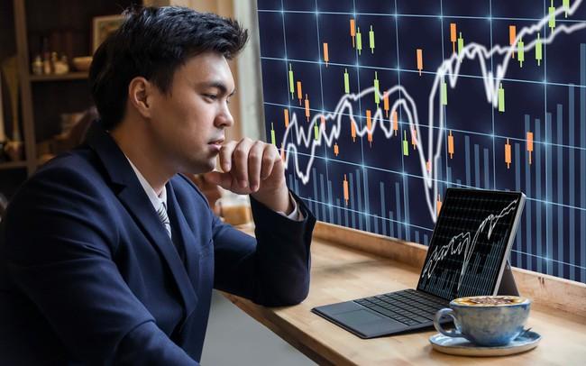 Thị trường phân hóa mạnh, VN-Index giữ được sắc xanh với lực kéo từ nhóm Bluechips