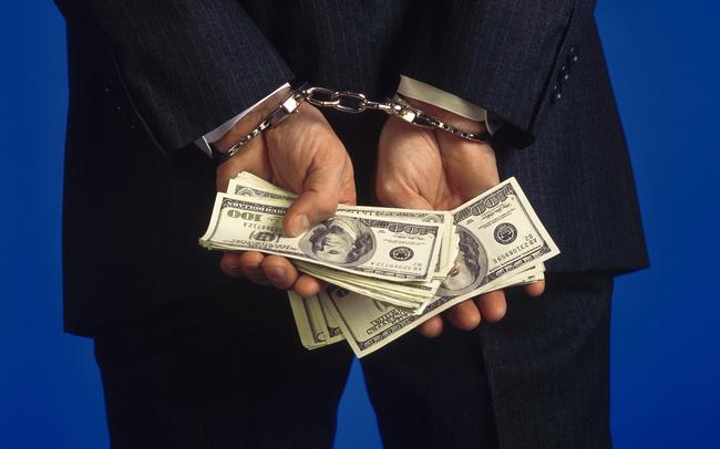 Tài khoản tăng gấp 3 chỉ trong chưa đầy 1 tháng, chuyên viên phân tích có nguy cơ ngồi tù