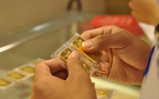 Giá vàng thay đổi chóng mặt, lại lao dốc mất hơn 500 nghìn đồng/lượng trong sáng nay