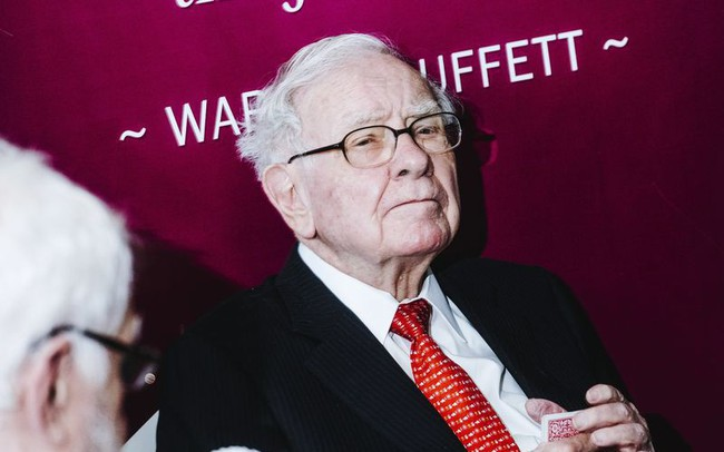 Warren Buffett rót thêm tiền vào cổ phiếu Amazon