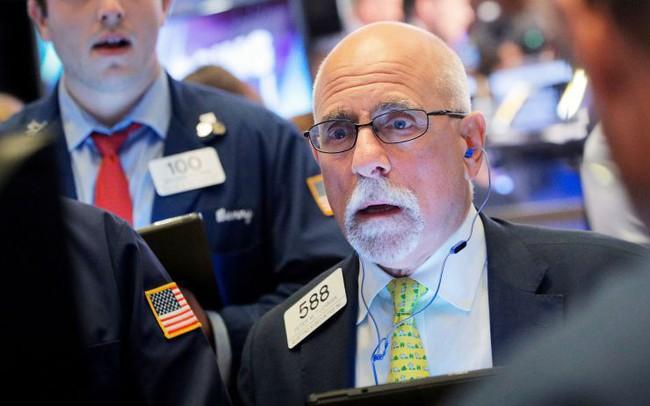 Tổng thống Trump quyết định áp thêm thuế với hàng hoá Trung Quốc, chứng khoán Mỹ 'đỏ lửa', Dow Jones tiếp tục mất gần 300 điểm