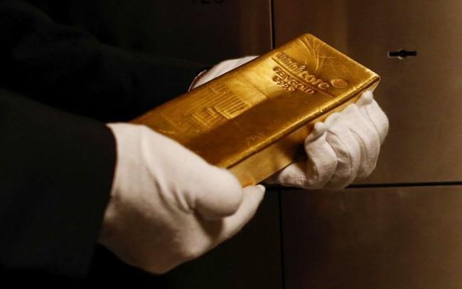 """Nhà đầu tư kỳ cựu của phố Wall: Hãy mua vàng ở bất cứ giá nào vì các NHTW sẽ in tiền """"như điên"""""""