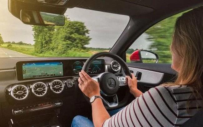 Mercedes-Benz đang ầm thầm theo dõi người dùng? - ảnh 1