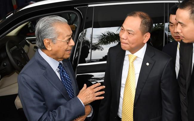Thủ tướng huyền thoại 94 tuổi Mahathir Mohamad: Lái xe VinFast, tiếc là tôi chỉ mới lên được 100km/h! - ảnh 1