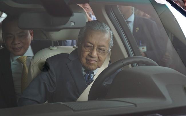 Cuộc trò chuyện giữa ông Phạm Nhật Vượng và ông Trương Gia Bình tiết lộ tốc độ gây sốc của Thủ tướng 94 tuổi lái xe Vinfast: 120 km/h - ảnh 1