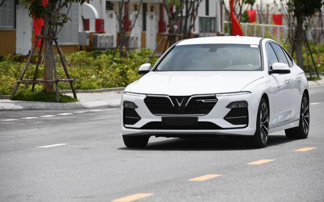 Ô tô VinFast không tăng giá gần 600 triệu đồng như dự kiến, tiếp tục duy trì ưu đãi cho Fadil và Lux