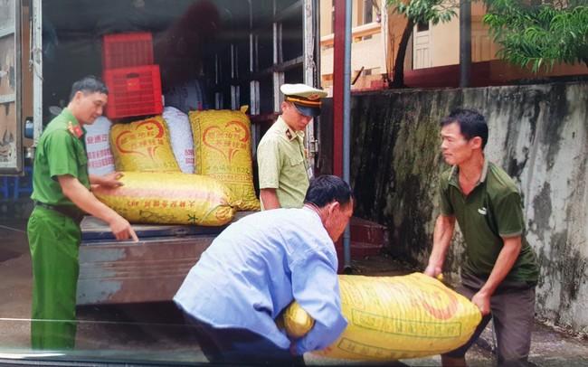 Tiêu hủy hơn 1.600kg quả trám trắng nhập lậu từ Trung Quốc