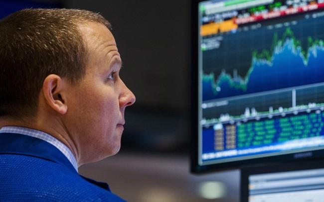 PBOC tuyên bố sẽ giữ tỷ giá đồng NDT ổn định, Dow Jones hồi phục và tăng hơn 300 điểm