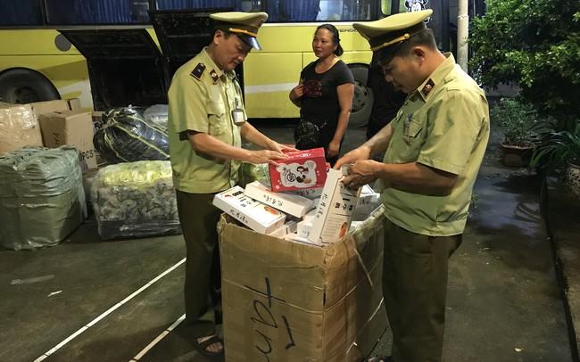 Thu giữ 1.120 cái bánh ngọt nhân trứng và bánh dẻo nhập lậu từ Trung Quốc
