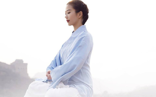 Im lặng là vàng, khoan dung là bạc, giúp người là đức hạnh, thất bại là phúc phần: Thay đổi tư duy, thay đổi cuộc đời!