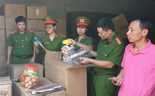 Bắt giữ hơn 50 tấn hàng hóa không rõ nguồn gốc từ Lào Cai về Hà Nội