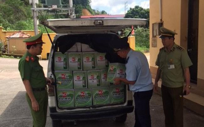 Chặn đứng 400 chai bia hiệu Liquan và 150 kg cá chim đã qua chế biến đóng túi nhập lậu từ Trung Quốc - ảnh 1