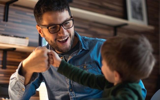 Chiến thuật cân bằng cuộc sống: Làm thế nào để trở thành ông bố, bà mẹ tốt trong khi phần lớn thời gian bạn phải dành cho công việc?