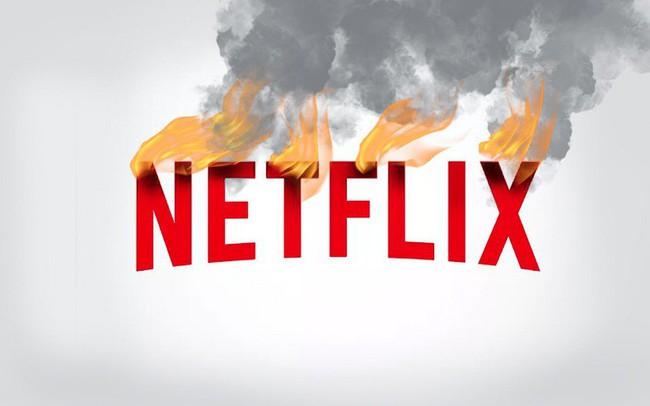 """Từng là """"ông hoàng"""" của thị trường xem phim trực tuyến, Netflix đang lâm vào cảnh khốn khó: Người dùng quay đầu bỏ đi, vốn hoá sụt giảm không ngừng, đối thủ ngày càng mạnh, thời hoàng kim đã đến hồi kết?"""