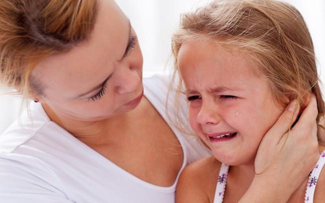Ly hôn là chuyện của người lớn, cha mẹ đừng mắc 10 sai lầm này kẻo hủy hoại cuộc sống con trẻ: Đâu chỉ đơn giản là niềm đau!