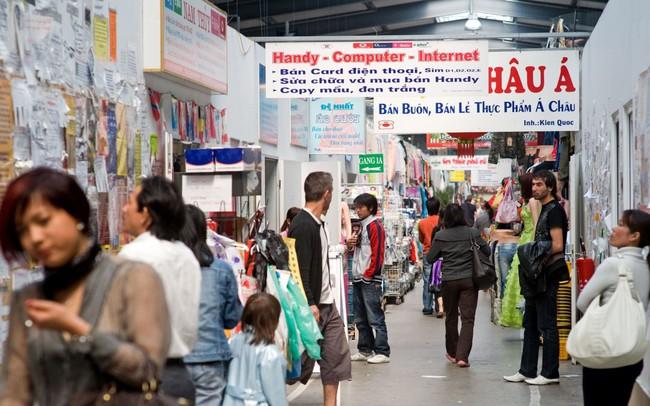 Bên trong chợ Đồng Xuân ở Đức