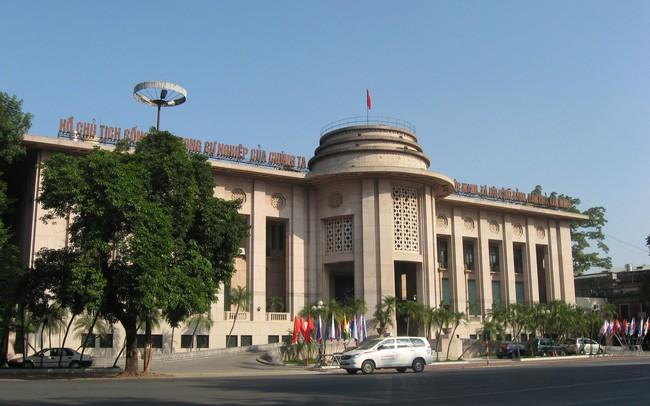 Đề xuất mới về phí rút tiền mặt qua tài khoản thanh toán tại Ngân hàng Nhà nước