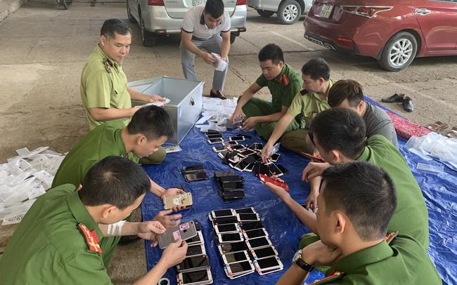 Bắt giữ hơn 300 chiếc điện thoại iphone nhập lậu từ Trung Quốc