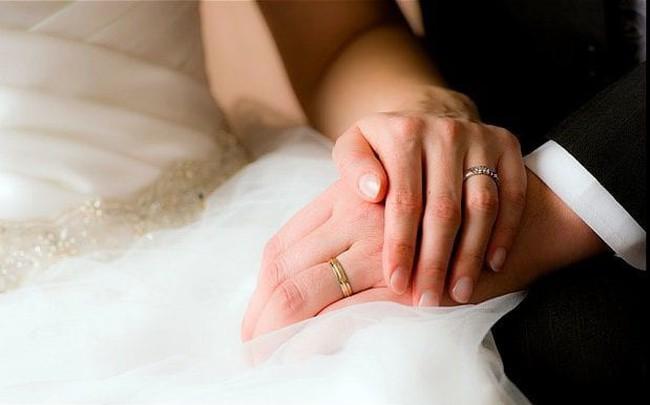 Nghiên cứu chứng minh rằng người đã kết hôn có sức khỏe tốt và sống lâu hơn số độc thân, vì một loạt lý do này!