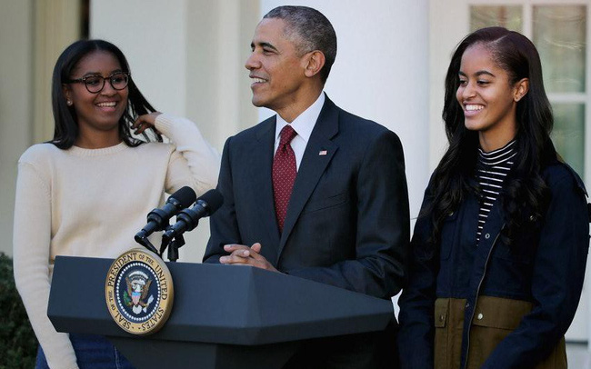 Tư tưởng dạy 2 cô con gái của vợ chồng cựu Tổng thống Obama: Chông gai và 1 trái tim tan vỡ là điều cần thiết để con trưởng thành