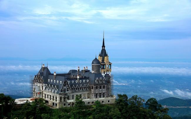 """Đại gia BĐS kín tiếng tiết lộ gì về lâu đài """"khủng"""" trên đỉnh Tam Đảo?"""