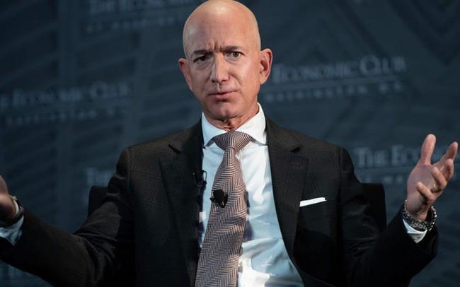 """Các tỷ phú Mỹ sẽ """"nghèo"""" ra sao nếu có thuế tài sản? - ảnh 1"""