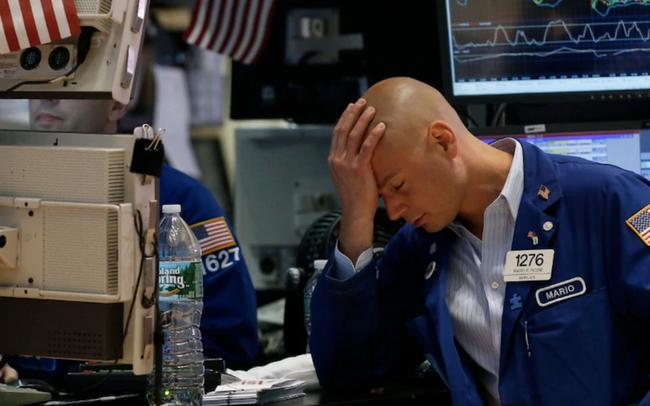 Thị trường lo ngại về diễn biến leo thang của chiến tranh thương mại, Dow Jones có lúc mất hơn 400 điểm