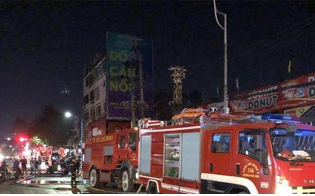 Cháy nhà sát chợ Nguyễn Văn Trỗi: Tiểu thương nháo nhào chạy hàng hóa