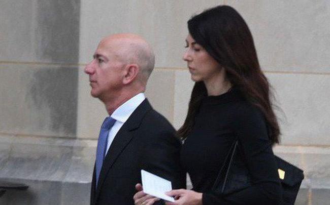 """Lý giải cho sự im lặng của vợ ông trùm Amazon trước hàng loạt bằng chứng """"tố"""" chồng ngoại tình"""