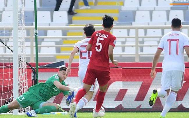 Văn Lâm cản phá xuất thần, Ngọc Hải lăn xả phòng ngự, tuyển Việt Nam thi đấu ngang ngửa Iran