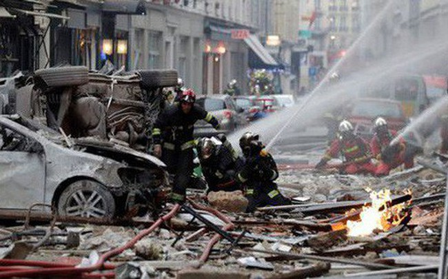 Paris: Cảnh tượng hoang tàn sau vụ nổ lớn ở trung tâm thủ đô, nhiều người bị thương
