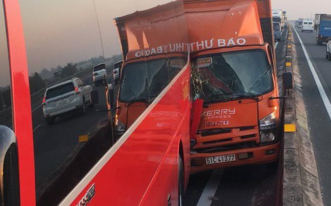 2 tai nạn liên tiếp trên cao tốc TPHCM – Trung Lương, hàng chục em nhỏ hoảng loạn kêu cứu