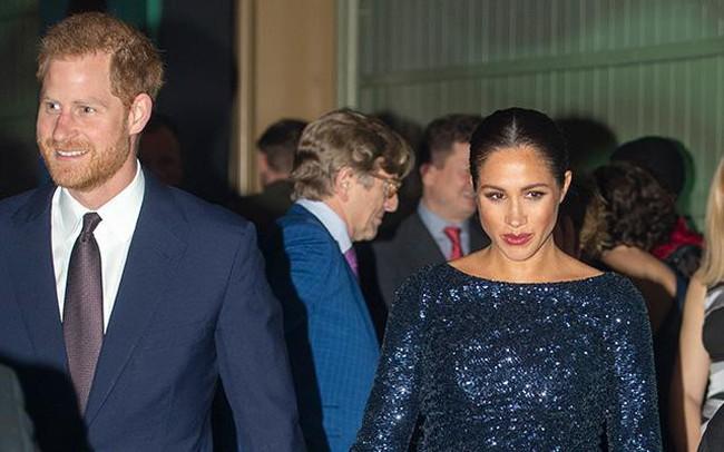 """Meghan bị chỉ trích vì """"thao túng"""" chồng, tiêu xài xa xỉ và có thể khiến Hoàng gia Anh """"phá sản"""""""