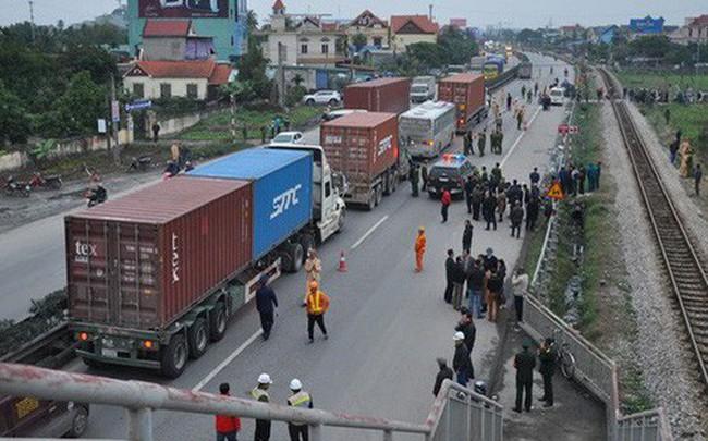 Tai nạn thảm khốc khiến 8 người chết ở Hải Dương: Thiết kế của cầu vượt đi bộ không sai!