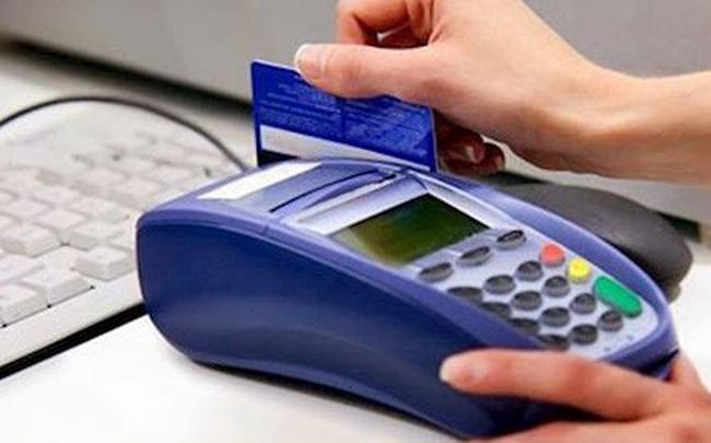 Thách thức pháp luật, web làm dịch vụ rút tiền từ thẻ tín dụng ồ ạt mời chào dịp Tết