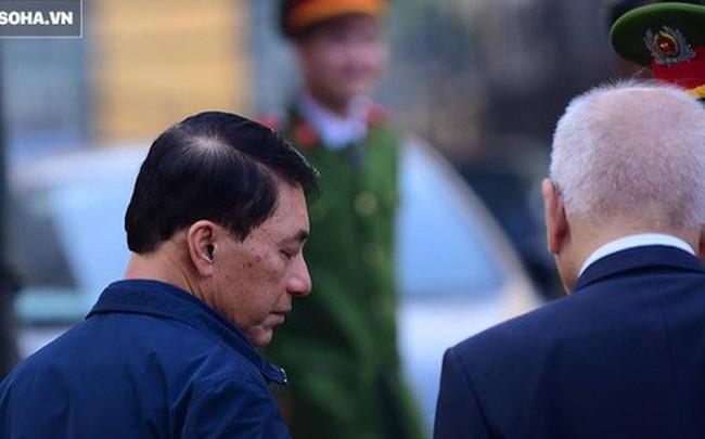 Cựu thứ trưởng Bộ Công an Trần Việt Tân đến tòa