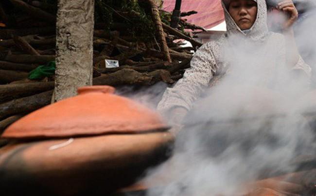 Làng Vũ Đại trắng đêm sản xuất cá kho phục vụ Tết