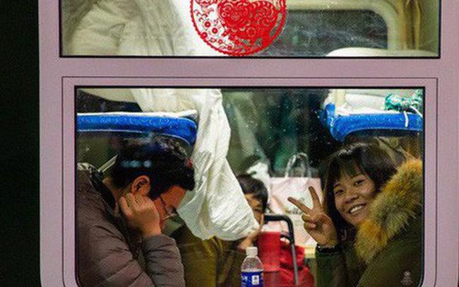 """Mùa """"xuân vận"""" của Trung Quốc: Hàng trăm triệu người nghìn nghịt đổ về quê ăn Tết, chen chúc nhau khắp ga tàu, bến bãi"""