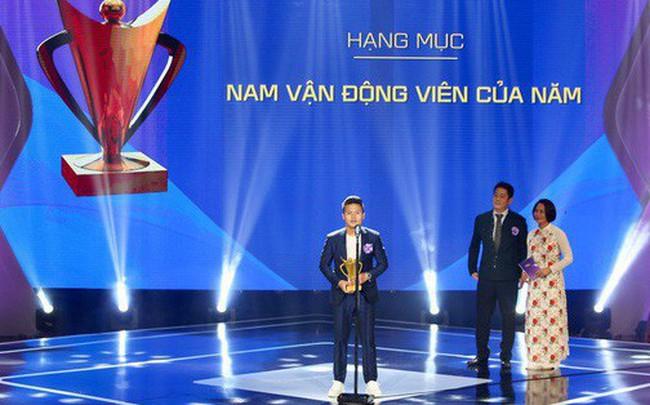Sau QBV Việt Nam 2018, Quang Hải lại ẵm thêm danh hiệu cao quý
