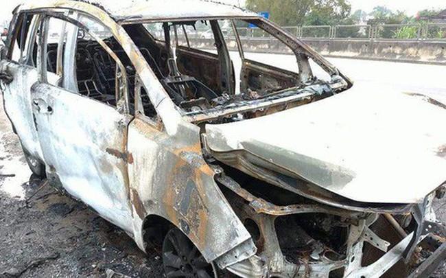 Đi ô tô về quê ăn Tết, dừng bên đường nằm ngủ thì xe cháy rụi